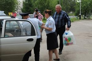 В рамках традиционной благотворительной акции сотрудники полиции Каменска-Уральского обеспечили детскую больницу памперсами на два месяца