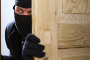 У жительницы Каменска-Уральского из квартиры украли почти два миллиона рублей