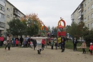 Праздником отметили завершение благоустройство трех дворов на улице Зои Космодемьянской в Каменске-Уральском