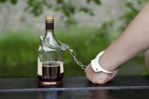 В Каменске-Уральском объявились еще одни похитители спиртного из магазина