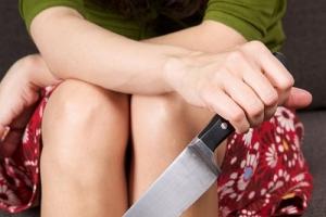 Во время ссоры 39-летняя жительница Каменска-Уральского несколько раз ударила ножом 21-летнего молодого человека