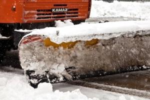 На борьбу со снегом и гололедом на дорогах и тротуарах Каменска-Уральского потратят до конца года более 3 миллионов рублей