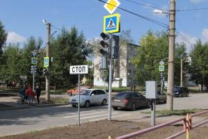 Новый светофорный объект заработал сегодня в Каменске-Уральском на перекрестке улиц Добролюбова и Парковая