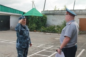 Сотрудникам колонии из Каменска-Уральского впервые за последние годы вручили погоны прапорщиков