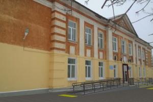 В школе №1 в Каменске-Уральском перестроят крыльцо, чтобы в здание могли заезжать инвалиды