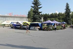 Выставка-продажа развернулась 13 августа на площади рядом с ДК «Юность» в Каменске-Уральском