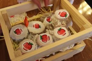 300 баночек ароматного яблочного варенья приготовили волонтеры Каменска-Уральского в ходе акции «Мировое варенье»