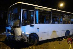 Прокуратура проверит автобус, попавший вчера в Каменске-Уральском в аварию. И перевозчика, который его использовал