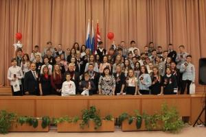 Торжественную церемонию для 14-летних жителей Каменска-Уральского организовал Центр молодежной политики