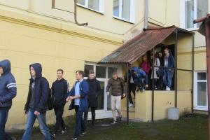 В Каменске-Уральском продолжаются учебные эвакуации из школ и колледжей