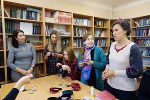Специалисты Центра развития туризма Каменска-Уральского учились делать кокошники