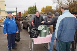 С наступление холодов в Каменске-Уральском, бездомных Каменска-Уральского обеспечили горячим питанием и медицинской помощью