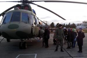 По случаю Всемирного дня ребенка, следователи Каменска-Уральского организовали экскурсию детей на аэродром