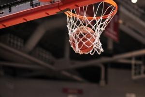«Баскур» из Каменска-Уральского выиграл у лидера областного чемпионата по баскетболу