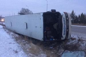 На трассе между Каменском-Уральским и Екатеринбургом 19 ноября перевернулся автобус, который ехал из Казахстана