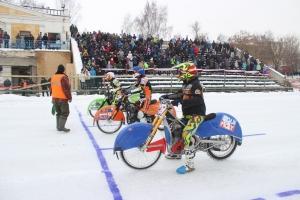 Мотоскандал? В Каменске-Уральском отменили второй этап чемпионата России по ледовому спидвею. Судье не понравился лед