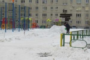 В Каменске-Уральском усилили контроль за горками, которые горожане сами строят во дворах своих домов