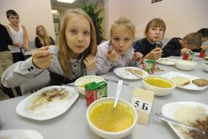 На питание школьников Каменска-Уральского в 2019 году выделили из областного бюджета более 120 миллионов рублей