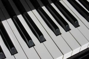Для Каменска-Уральского закупят фортепиано. Область приобретет почти сто штук
