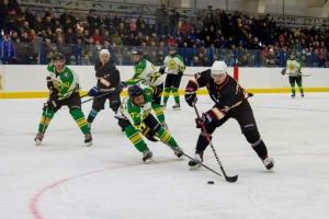Завершился первый тур чемпионата Каменска-Уральского по хоккею среди ветеранов