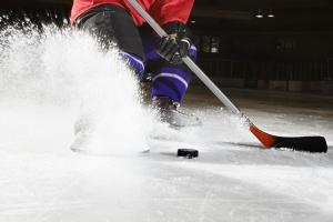 Хоккейная «Синара» из Каменска-Уральского в дополнительное время выиграла во втором матче первенства области
