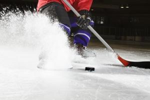 Один из фаворитов чемпионата Каменска-Уральского по хоккею среди ветеранов потерпел крупное поражение