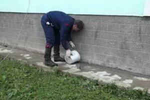 У нескольких десятков домов в Каменске-Уральском в этом году обновили отмостки