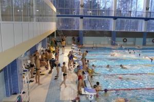Спортсмены из Каменска-Уральского стали главными звездами новогоднего первенства Заречного по плаванию