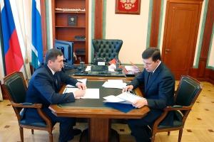 Губернатор области наградил главу Каменска-Уральского за удачно проведенные выборы президента
