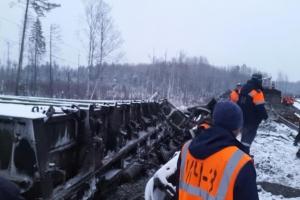 Более трех десятков вагонов с бокситами, которые предназначались для алюминиевого завода в Каменске-Уральском, сошли с рельс в Кировской области