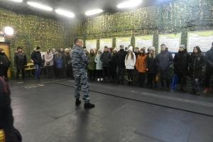 Полиция организовала для выпускников Каменска-Уральского поездку в Уральский юридический институт МВД России