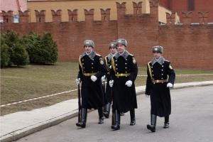 Призывник из Каменска-Уральского отправился сегодня на службу в Кремлевский полк