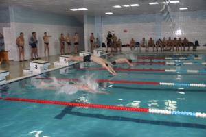 Сильнейших пловцов определили сотрудники алюминиевого завода Каменска-Уральского
