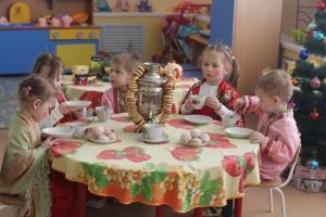 Новогодние утренники в детских садах Каменска-Уральского могут обойтись без чаепитий