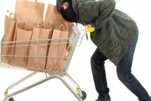 В Каменске-Уральском в очередной раз ограбили продуктовый магазин. Подозреваемого задержали