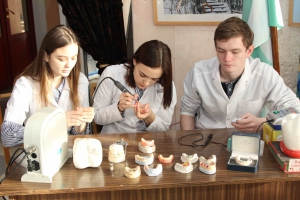 В СКЦ Каменска-Уральского прошла ярмарка учебных мест организаций среднего профессионального и высшего образования